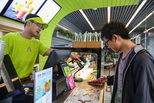 [F&B] 커피 체인점들의 시장 점유율 확보 경쟁